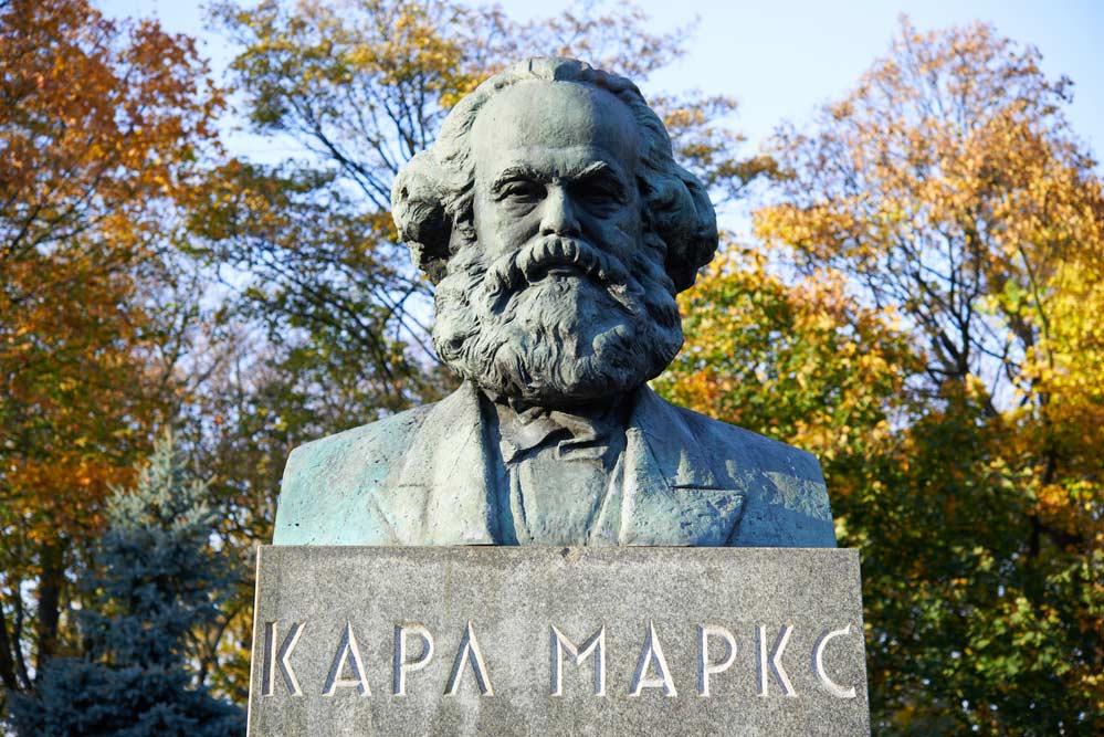 22 frases de Karl Marx sobre o capitalismo e socialismo