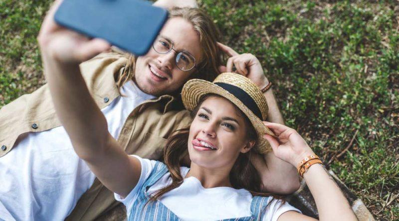72 legendas para foto de casal para compartilhar o amor dos pombinhos