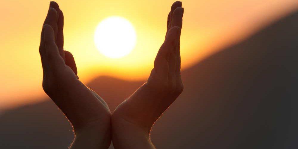 62 frases espíritas para compartilhar a gratidão, benevolência e caridade